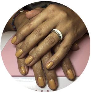 manicure-Karmelove-karmelowe