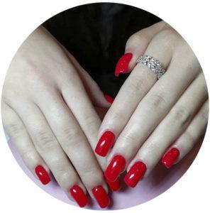 manicure-czerwony-przedluzanie-zelem